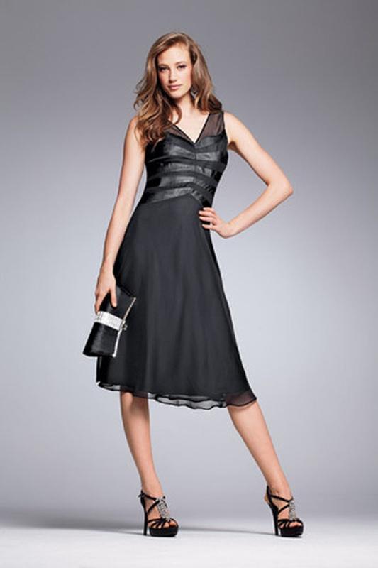 e3f5b4a45b69 Čierne midi šaty s výstrihom na hrubé ramienka 083 - Salón Emily
