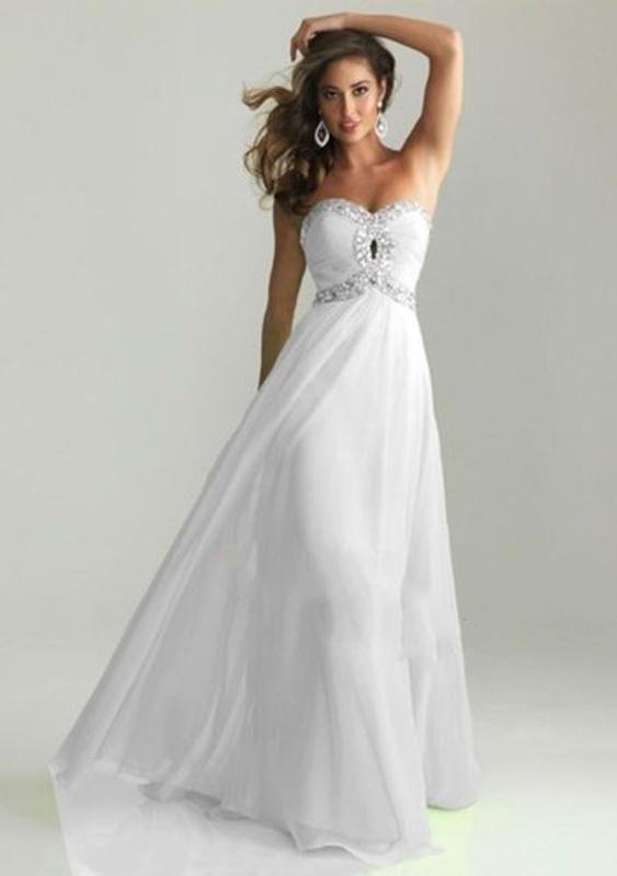 a215f27daa6 Biele dlhé korzetové šaty s kamienkami 289AEa