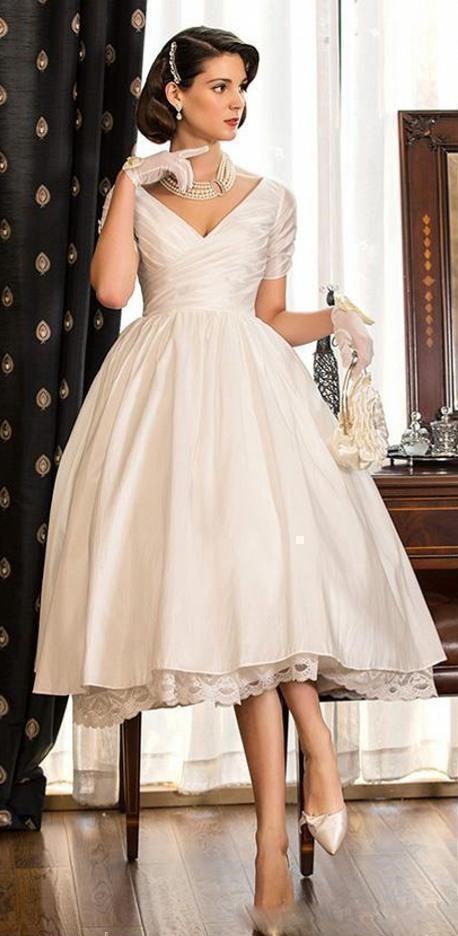 297ff228abc2 Smotanové midi svadobné saténové šaty s krátkym rukávom 180 - Salón ...