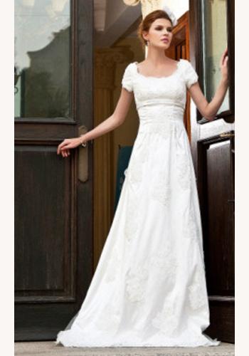 39f55d9737aa Biele dlhé čipkované svadobné šaty s krátkym rukávom 047