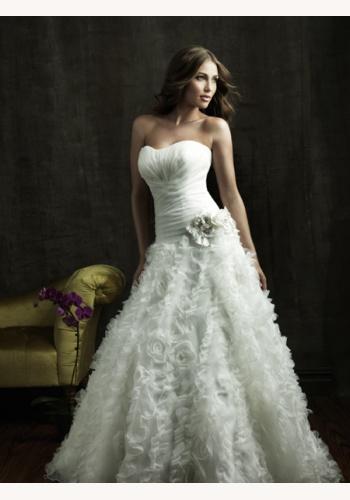 81d1f83b0355 Biele dlhé korzetové svadobné šaty s 3D kvetovanou sukňou 062