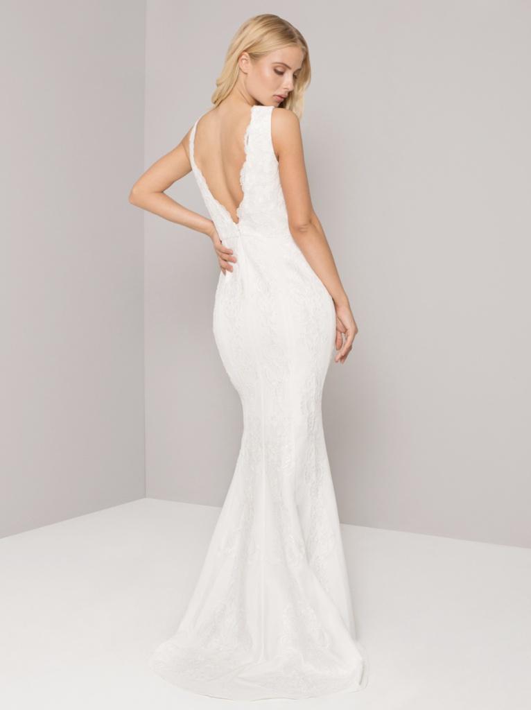 5fea2d306f6e Biele dlhé svadobné šaty s čipkou s výstrihom na hrubé ramienka 218 ...