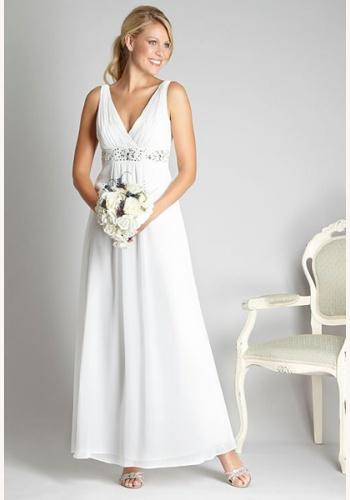 fd2042a07f94 Biele dlhé svadobné šaty s výstrihom na hrubé ramienka 069