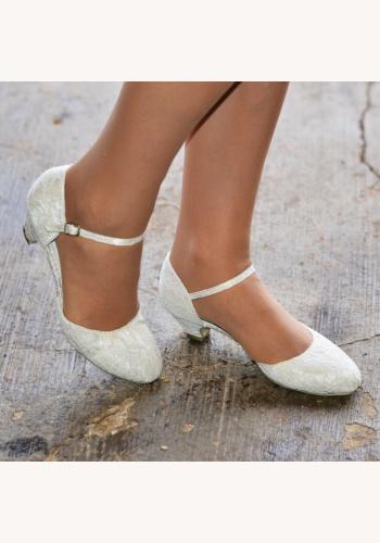 8c61cea75a Smotanové svadobné čipkované topánky na nízkom opätku 062