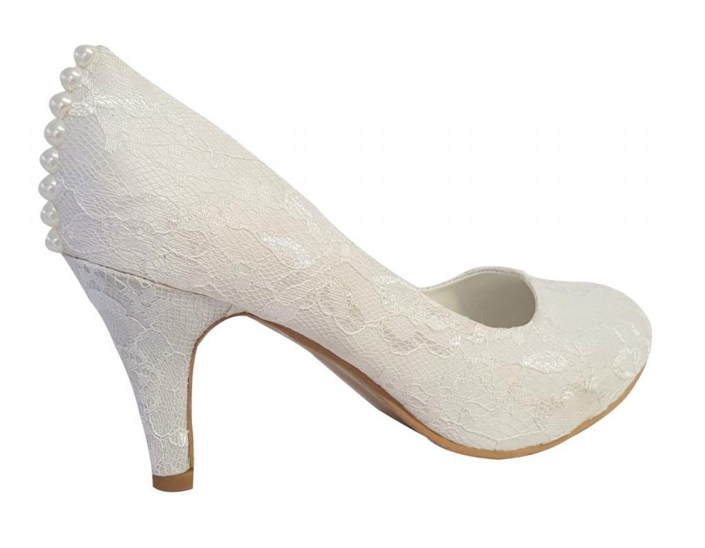 9af1c1dd20d8 Smotanové čipkované svadobné topánky s perlami na strednom opätku 064AN