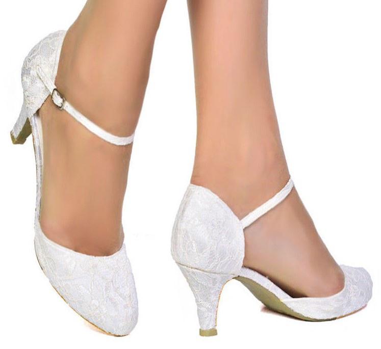faa0a1047c Biele svadobné topánky s čipkou na nízkom opätku 057SB - Salón Emily