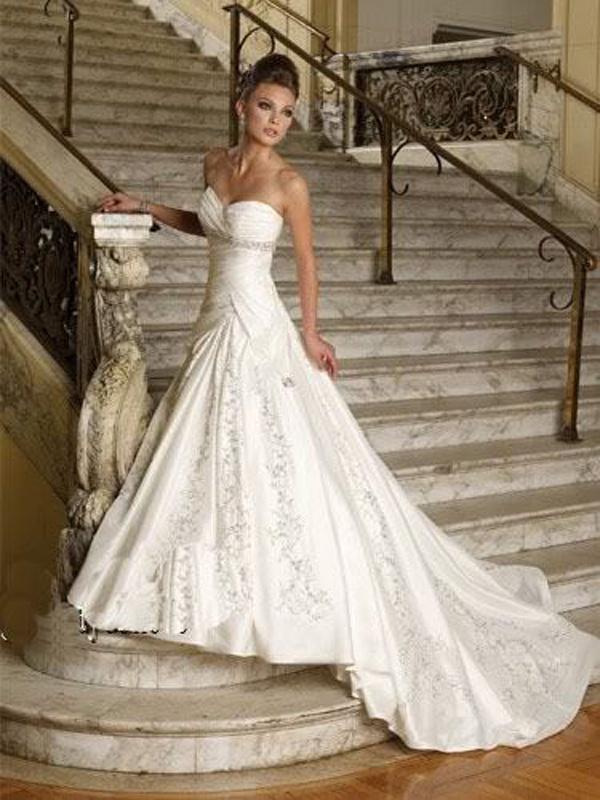 7b43f55d176 Biele dlhé svadobné korzetové šaty 076