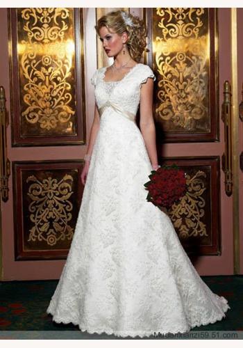 6682f8857f16 Biele dlhé svadobné čipkované šaty s krátkym rukávom 091