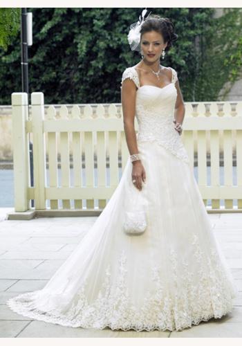 840f5bc770ab Smotanové dlhé svadobné šaty s čipkou na ramienka 107