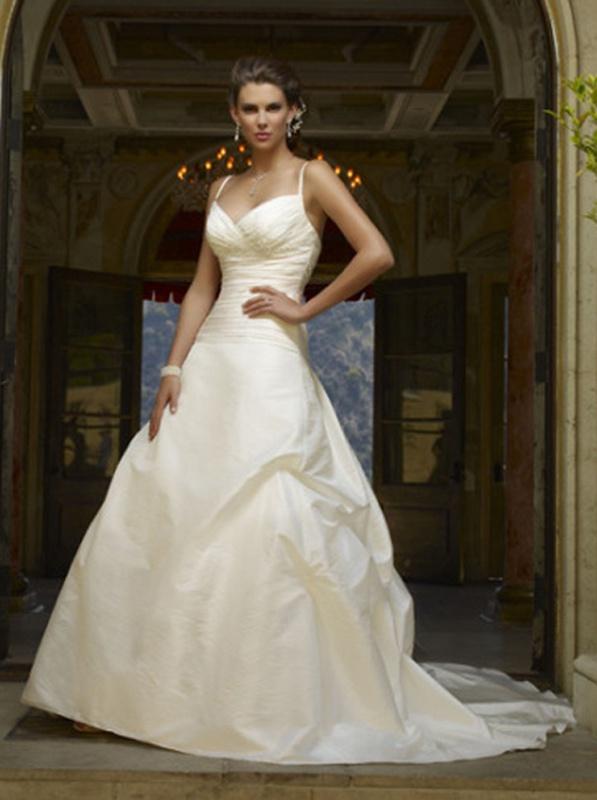 8e5ff241fe3b Smotanové dlhé svadobné šaty s výstrihom na tenké ramienka 118 ...