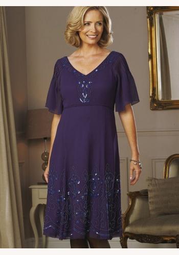 Modré midi šaty s výstrihom s krátkym rukávom 204 ba278ca9092