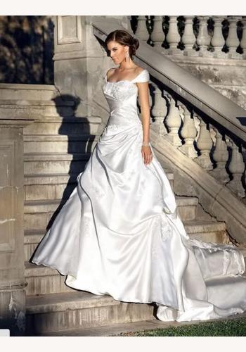6253b7e08cf3 Biele dlhé svadobné saténové šaty na ramienka 135
