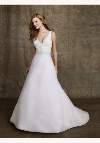 Biele dlhé svadobné šaty s výstrihom na hrubé ramienka 148 d952b1e5884