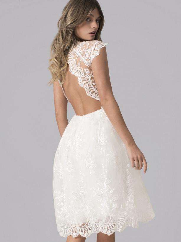 0ad6a3b9f73a Biele midi čipkované šaty s výstrihom na chrbáte 307C - Salón Emily