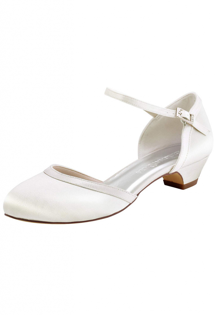 07cab7cc1c Smotanové svadobné saténové topánky na nízkom opätku 074AZa - Salón ...