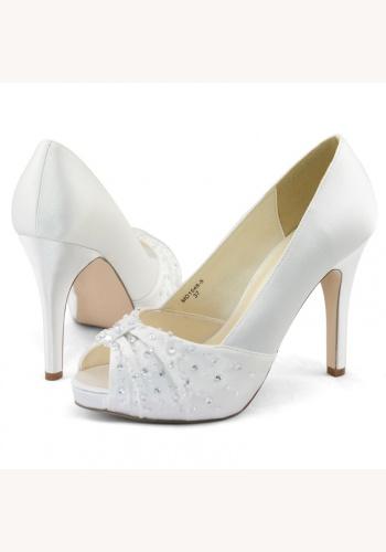 9903fce4cf Biele svadobné saténové topánky vpredu otvorené na vysokom opätku 050