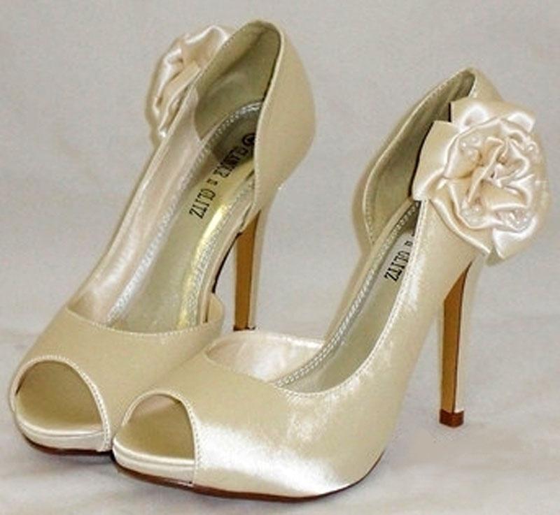 c911df6569 Smotanové svadobné topánky vpredu otvorené na vysokom opätku 051 ...