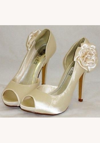 3801bcb6c5 Smotanové svadobné topánky vpredu otvorené na vysokom opätku 051