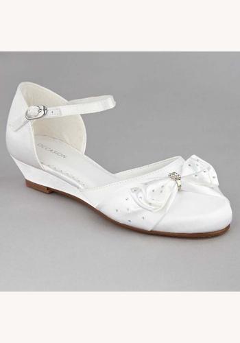 Biele saténové topánky s mašľou a štrasom na nízkom opätku 001 802eeb82e87